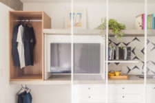 06 Such mesh sliding doors separate it from the sleeping zone yet do it in an airy way to avoid making the space smaller