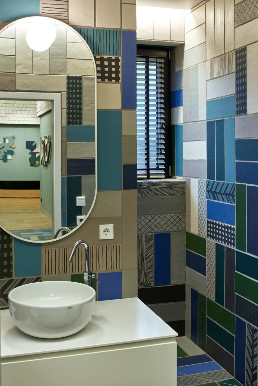 bold tiled bathroom