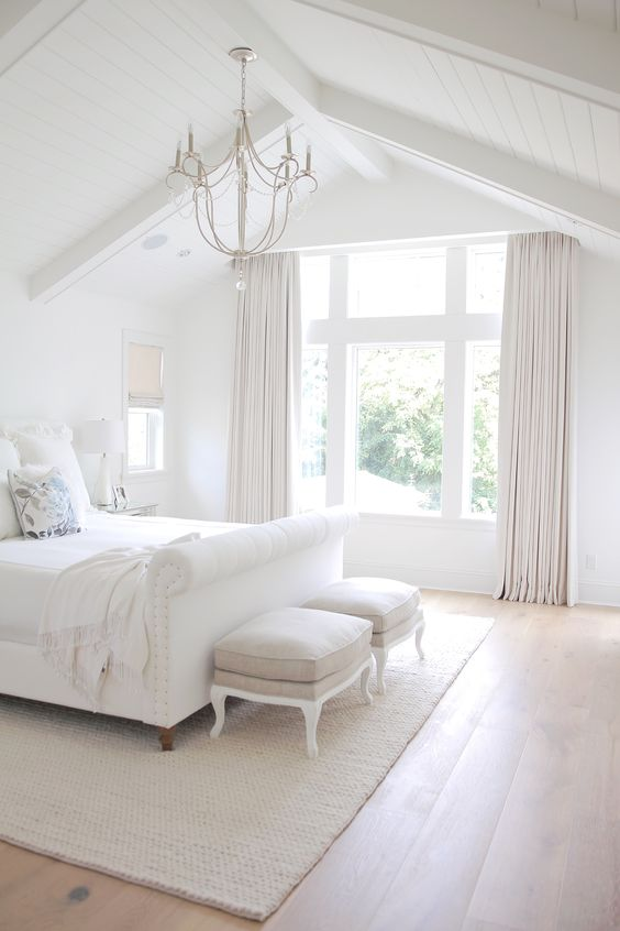 neutrals are timeless, so even when the summer finishes, ou can leave the space like that, it will never go out of style