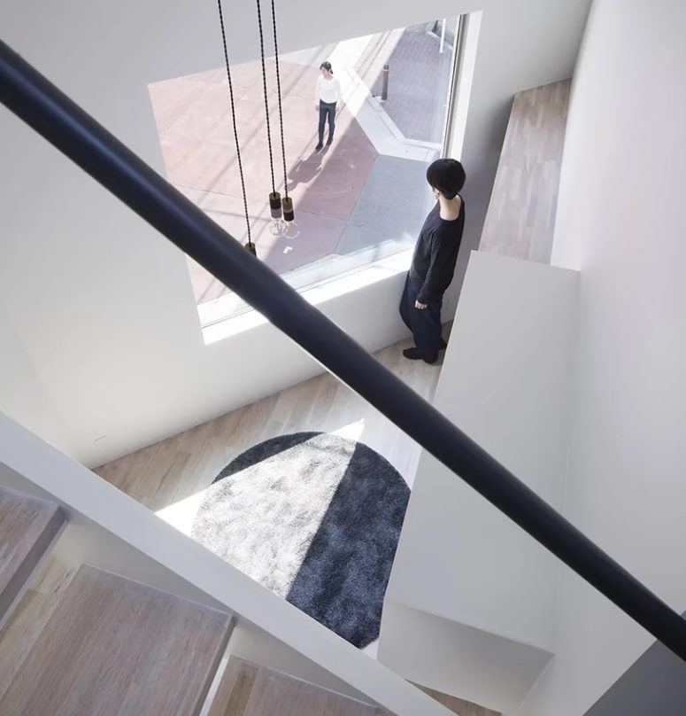Creative Split Level Minimalist House In Japan - DigsDigs