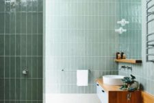 16 glossy pale green tiles and warm-colored wood create a very natural space with a calming effect