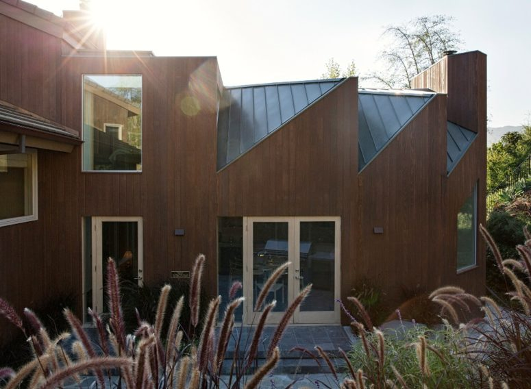 This sculptural extension is an office for two attorneys who live in Malibu