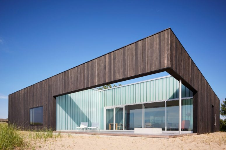 Courtyard House With The Views Of Lake Michigan