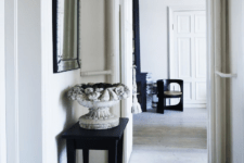 03 Plaster and wood are used as basic materials for decor