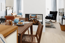 05 The built-in fireplace divides the living and dining rooms