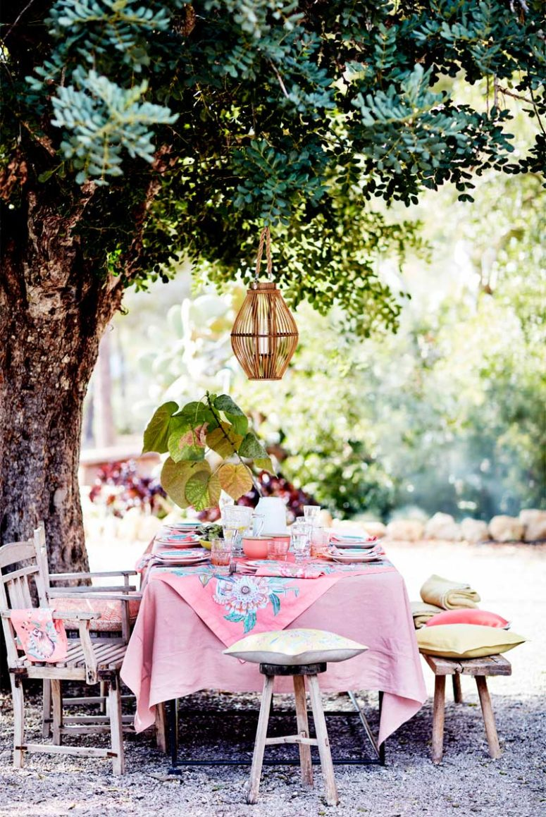 This is how you may dress up the table with the newest items