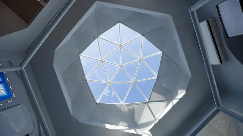 There's a large geometric skylights in the ceiling to enjoy the sky and stars twinkling
