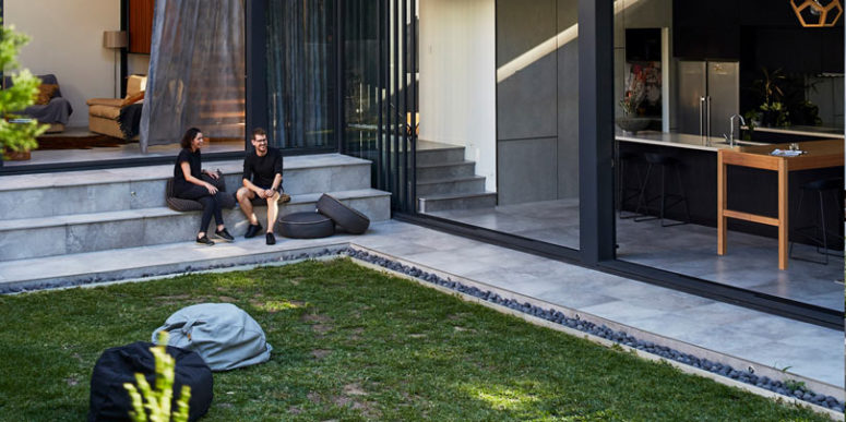 The inner courtyard is done with a lawn, pebbles and tiled steps
