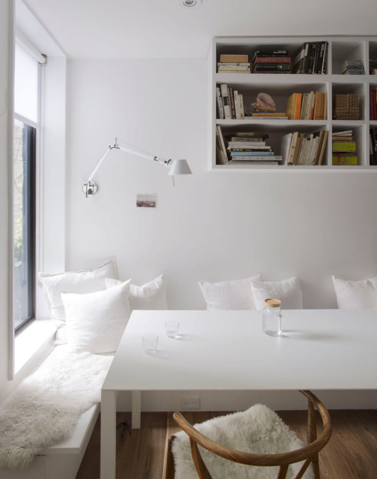 The space is very cozy and welcoming just like all the spaces of the house