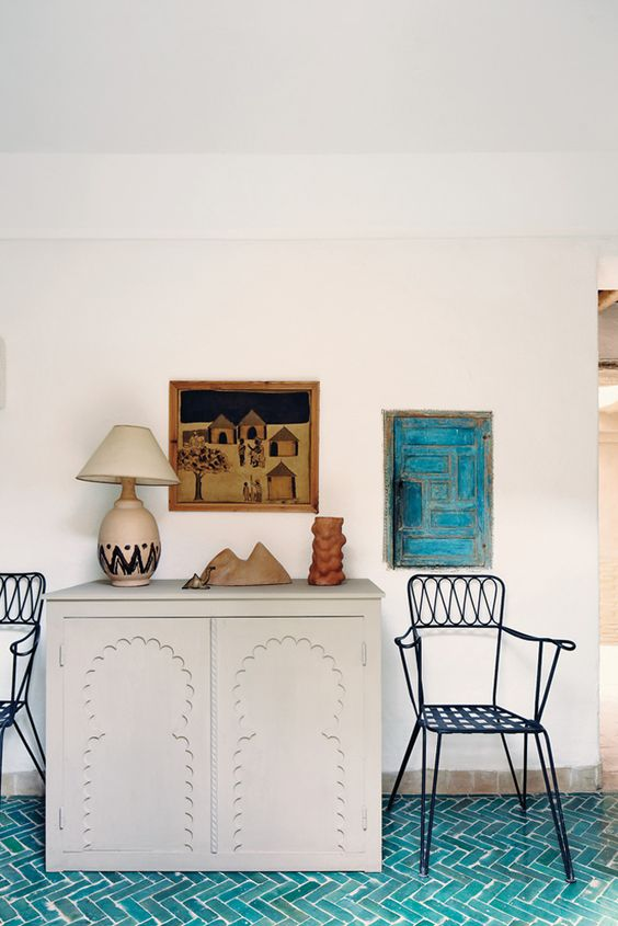 rock turquoise tiles in the entryway to make the floor durable and highlight that it's a coastal home