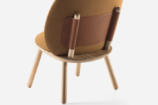 02 Naive Low is made of fabric, wood and leather and the leather strap holds the back