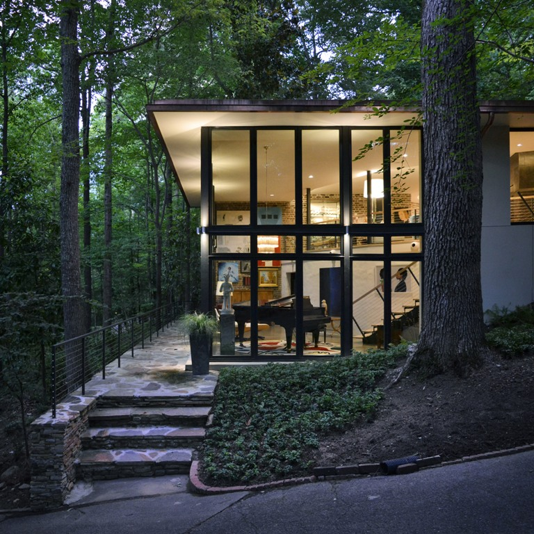 The house features much glazing, which allows enjoying the forest views and enough light that comes through the branches