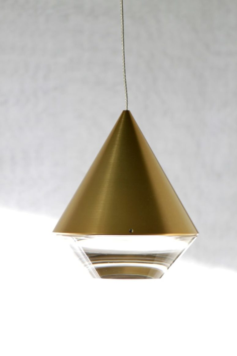 This is Alto, a lamp, the shape of which is inspired by a cut diamon, its lower part is transparent