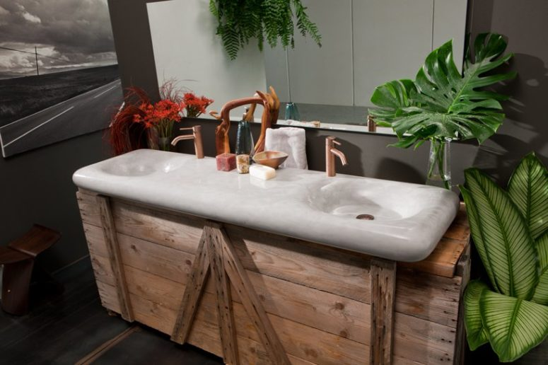 Flow is a smooth sink inspired by water flows of light-colored minerals, it can be double or single. It's a greet fit for an industrial-looking vanity.