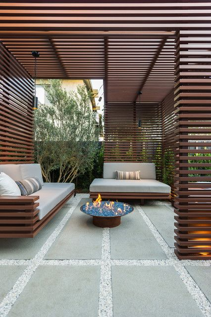 rich-stained wooden fences cover the whole outdoor zone and give it an ultra-modern look