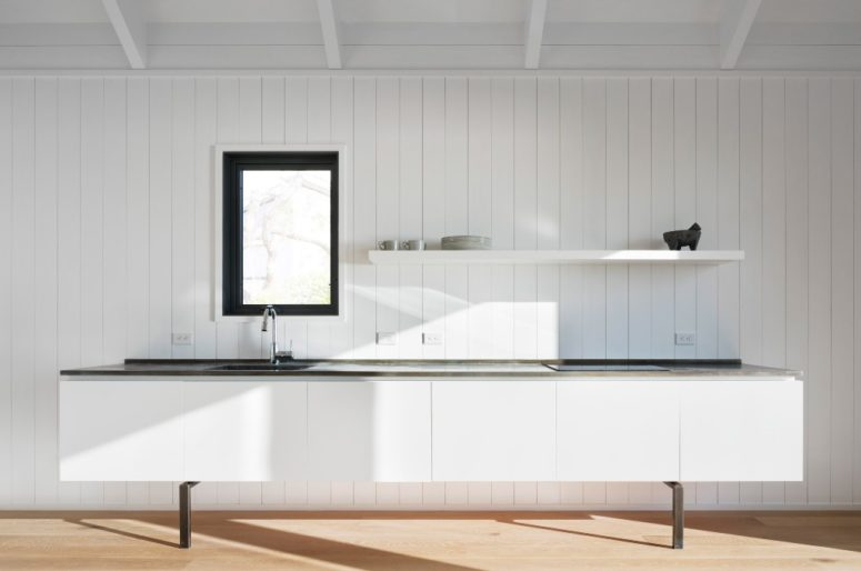 Minimalist approach in decor highlights the views and make the house a peaceful place to live in
