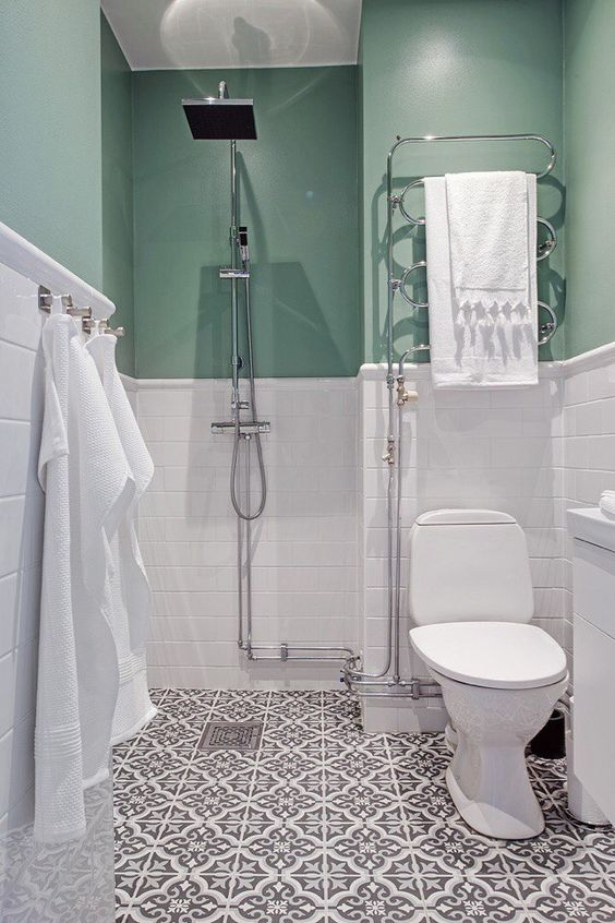 add a colorful touch to your monochromatic bathroom with mint for more interest