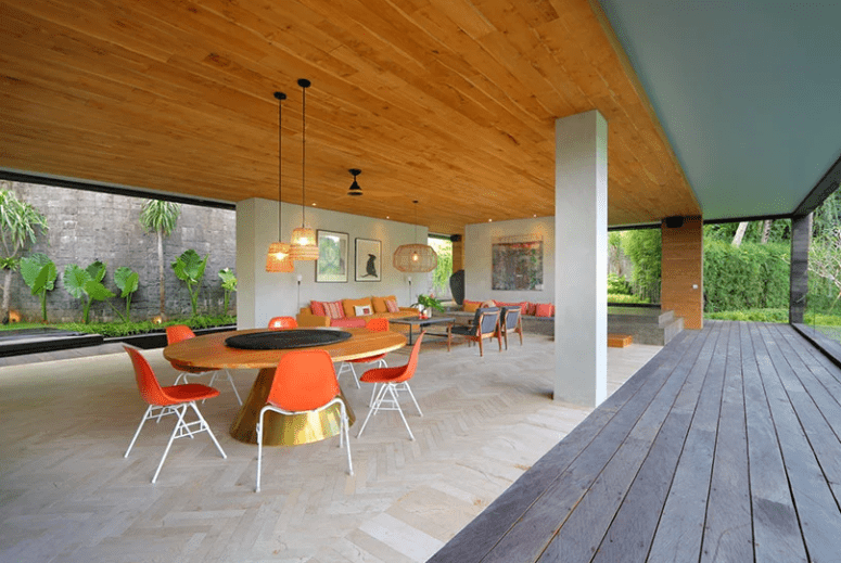 The living room and dining zones are also here, they can be opened to the deck, too, and feature modernist furniture