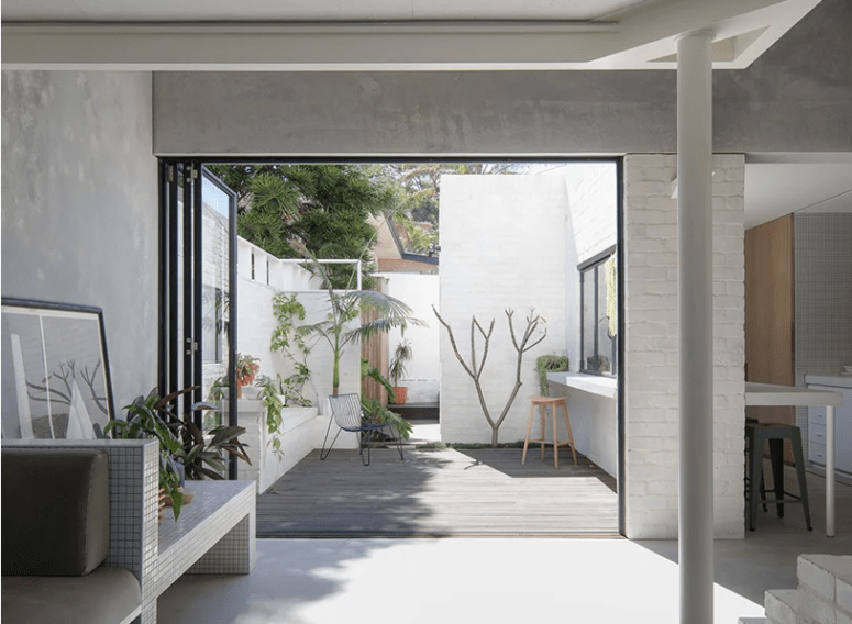 The spaces are opened to a private courtyard with a folding door, and they merge in one when the door is opened