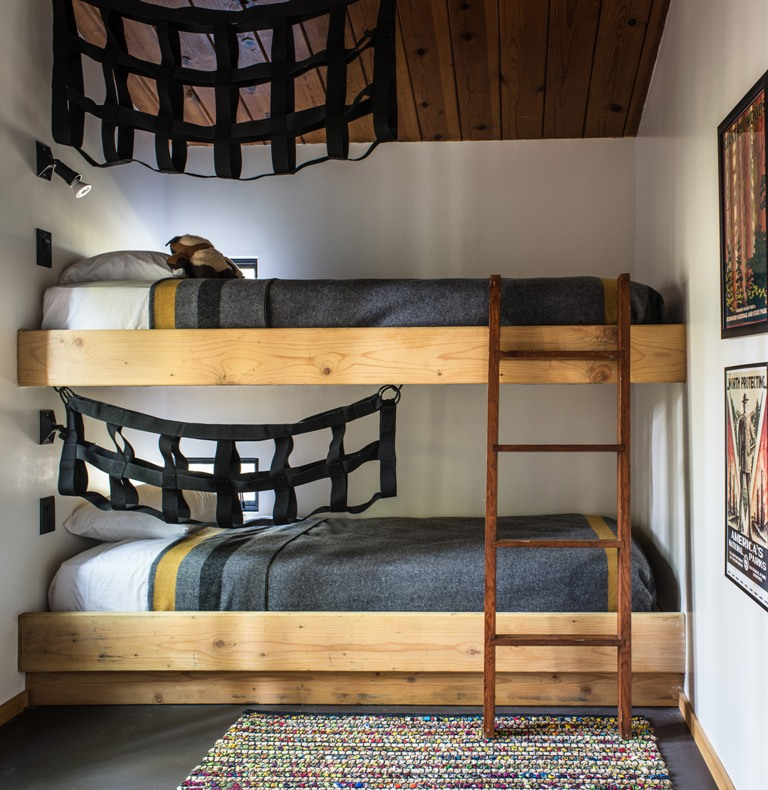 The bunk beds allow to accommodate more guests, and smart hanging shelving is great for storage