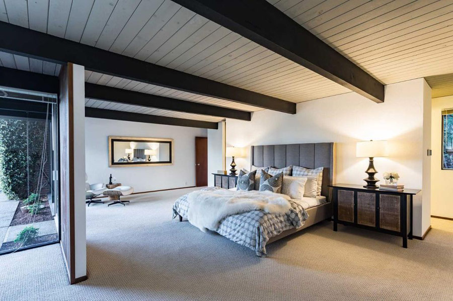 The master bedroom is filled with light but is still private enough,there's much negative space to make it feel so