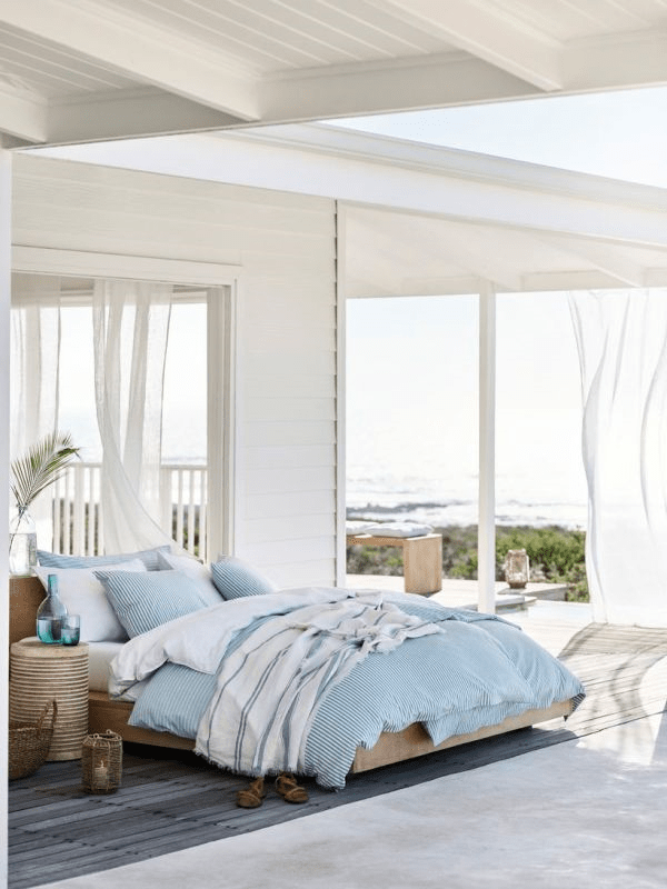 Using such textiles even in your usual bedroom will make it much more summer-like
