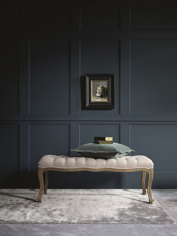 very dark grey wall molding is a great idea to add a refined touch to the interior
