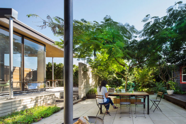 The garden makes it more peaceful and this greenery is seen from each part of the house for relaxation