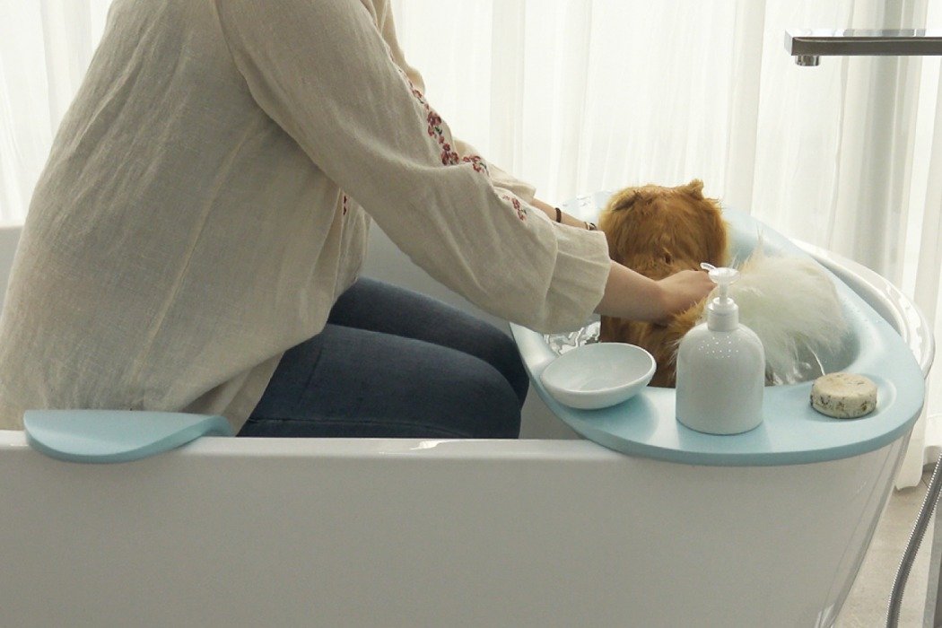 The Bath Cradle is the comfiest bathtub for a doggie and its owner to wash with comfort