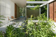 01 This contemporary house in Kerala, India, is immersed in nature and looks like a peaceful oasis in a big city