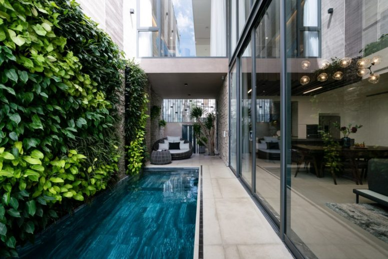 This modern luxurious residence offers 600 square meters and features a lot of natural touches integrated