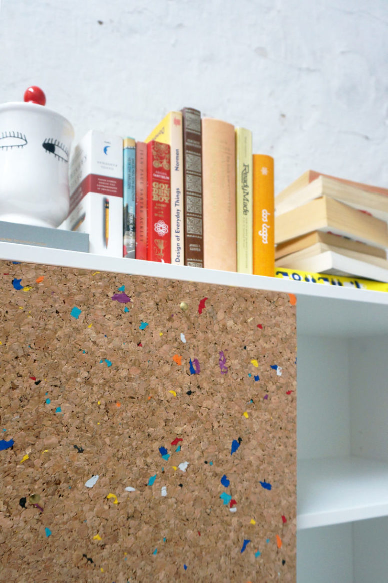 The cork panels are spruced up with colorful flecks to make your space more fun