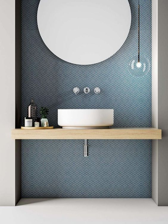 a blue panel on the sink wall adds color delicately and stylishly and looks very modern and cool