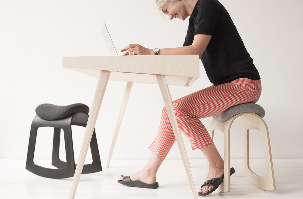 The design is simple and minimalist, there's a comfy felt seat and several basic colors available