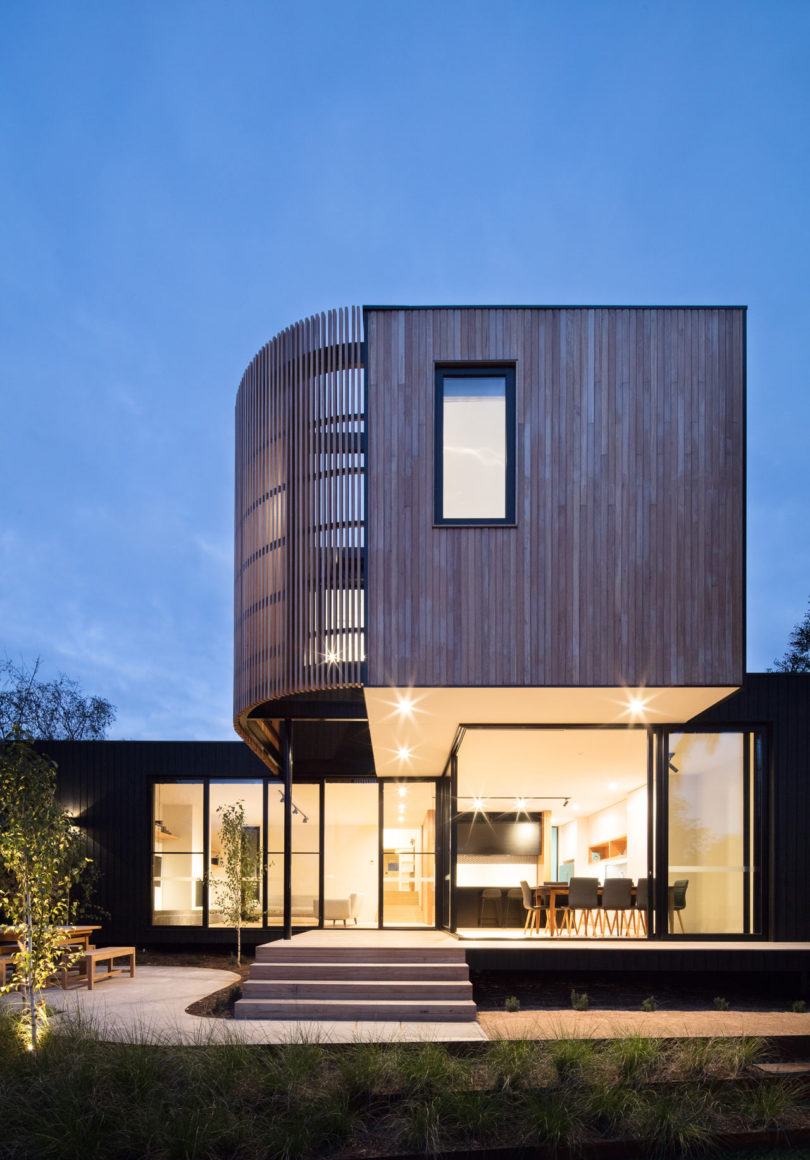 The lower part is clad with glass to feel indoors like outdoors and enjoy the views