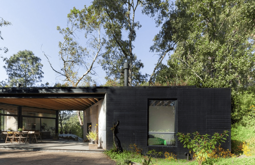 The outdoor dining space is placed under the roof to avoid excessive sunlight