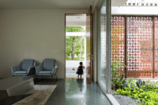 05 The decor itself is simple and contemporary or minimalist, the color palette is neutral