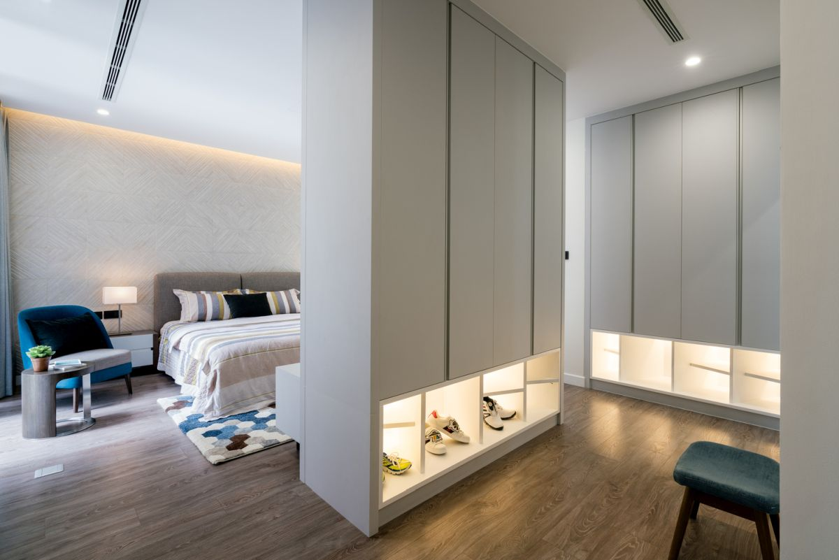 Here's another bedroom with a separate closet and additional lights
