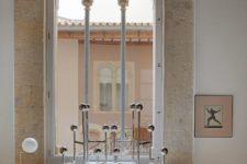 07 Such tall windows with pillars brign much natural light inside