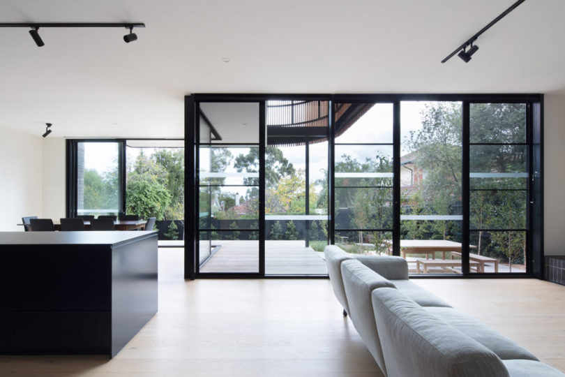 The glazed wall allows enjoying the views and brings much light inside