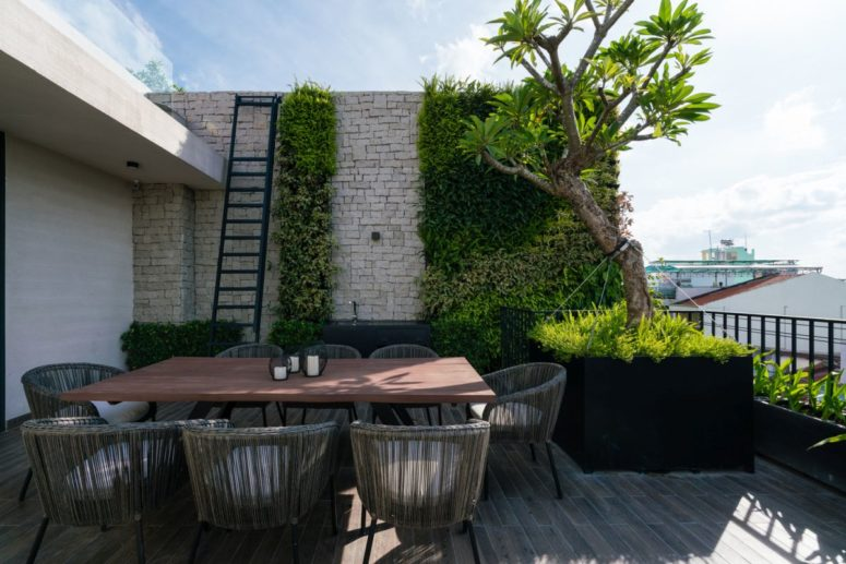 Green walls and beautiful large planters complement the open terrace, giving it a spectacular look