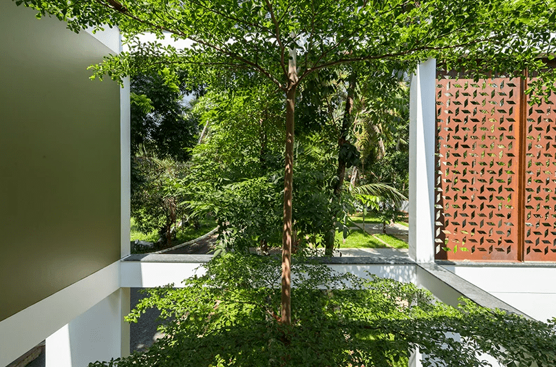 the garden can also be viewed from an external balcony on the second floor