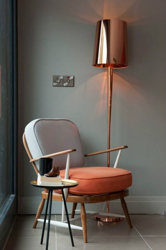 a statement shiny copper floor lamp is great idea to add a trendy touch and make the decor bolder