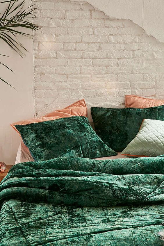 crushed emerald velvet bedding combined with corals looks super chic and fall-like