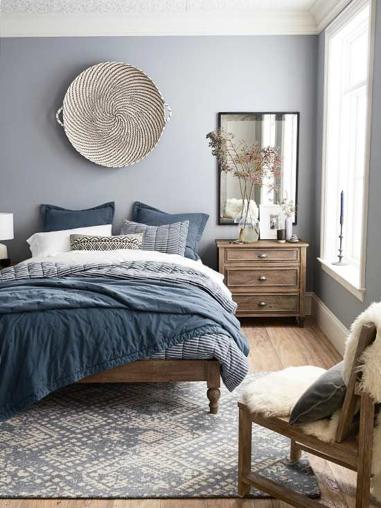 a stylish blue and grey bedding set, a blue and white rug are echoing with subtle lilac walls