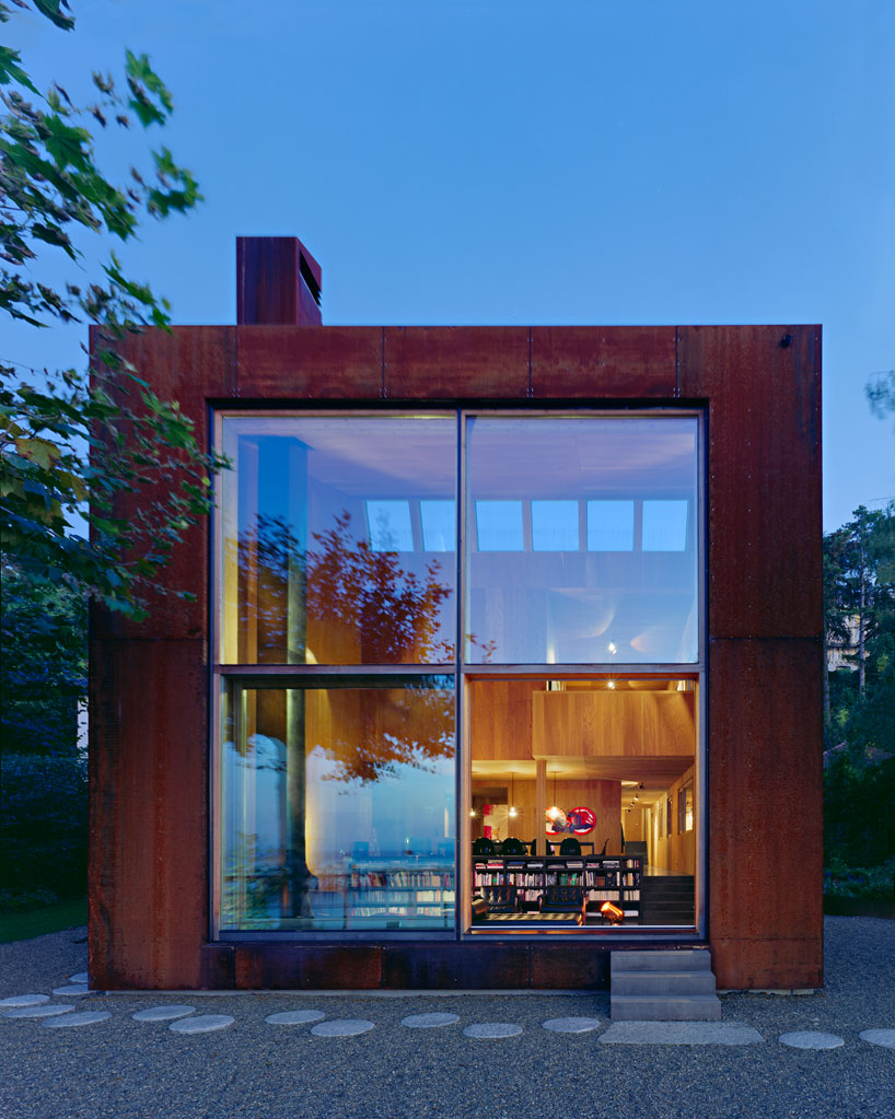 Casa 26 is where architecture and art overlap creating a miracle that is noth a home and an art piece