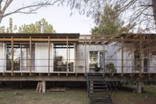01 This house in Buenos Aires is inspired by traditional huts of river delta and is placed on stilts to avoid floods