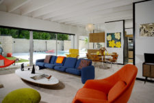 01 This mid-century modern house is a neutral space done with colorful furniture and textures