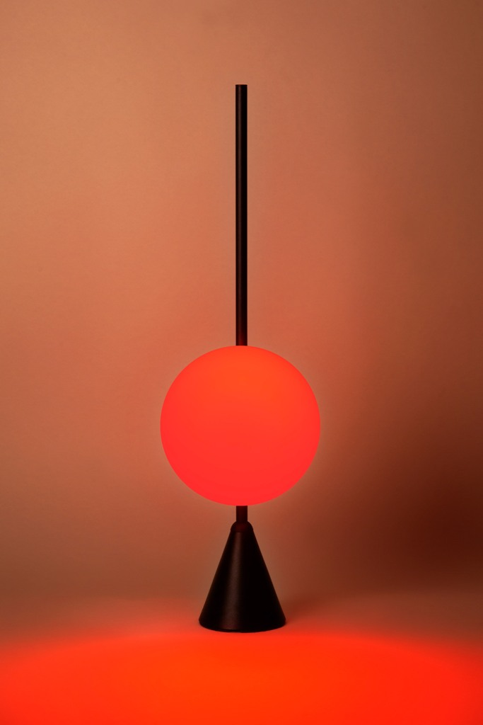 It can change the light from white to deep red to imitate the midday sun