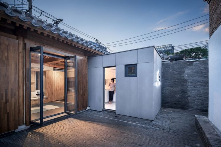 The architects incorporated the existing frame of the house and added a new part